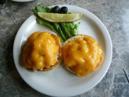 http://media-cdn.tripadvisor.com/media/photo-s/02/31/56/a3/crab-sandwhich-on-english.jpg