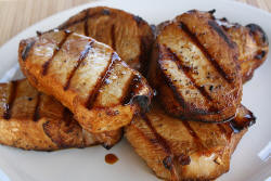 http://blogchef.net/wp-content/uploads/2010/08/grilled_pork_chops_1.jpg